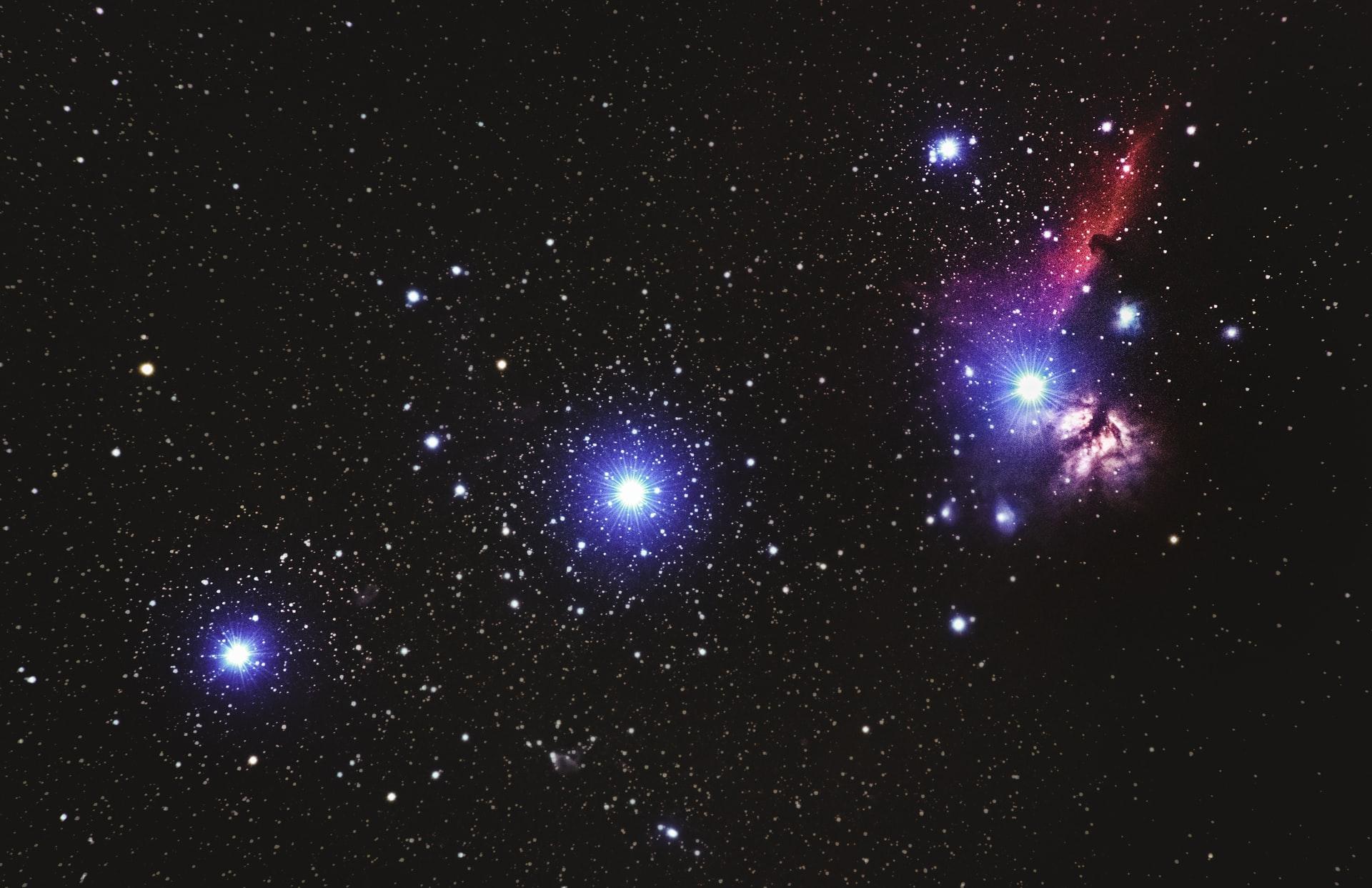 a sötétben látszanak a csillagok
