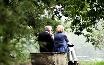 Nagyszülők karanténban: hogyan éljék túl?