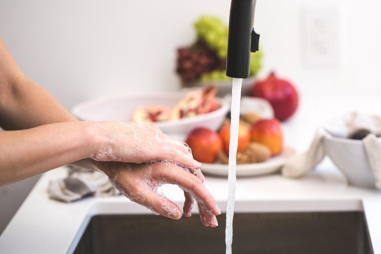a koronavírus-fertőzőséhez fontos az alapos kézmosás
