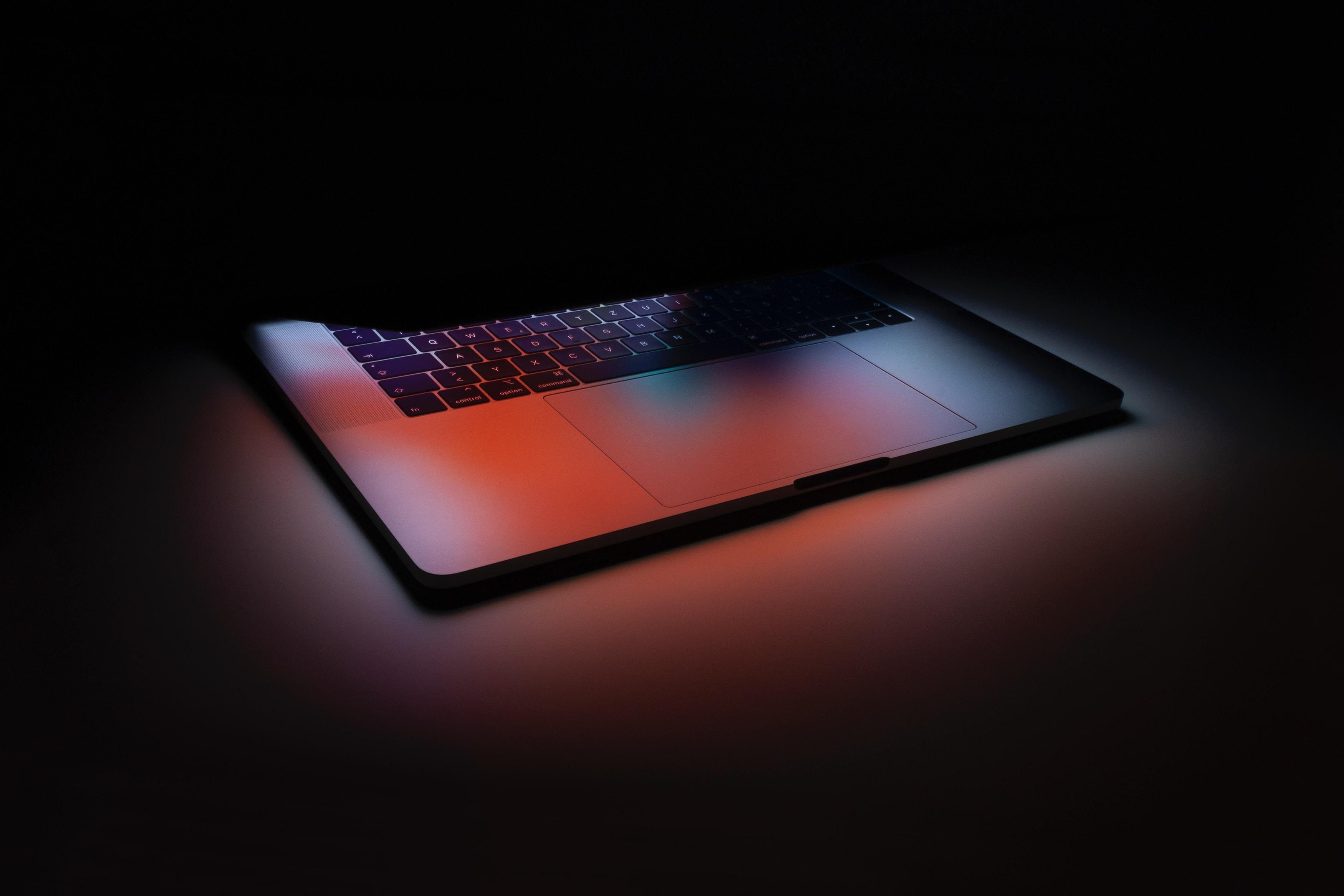 az interneten könnyen elérhető a pornó