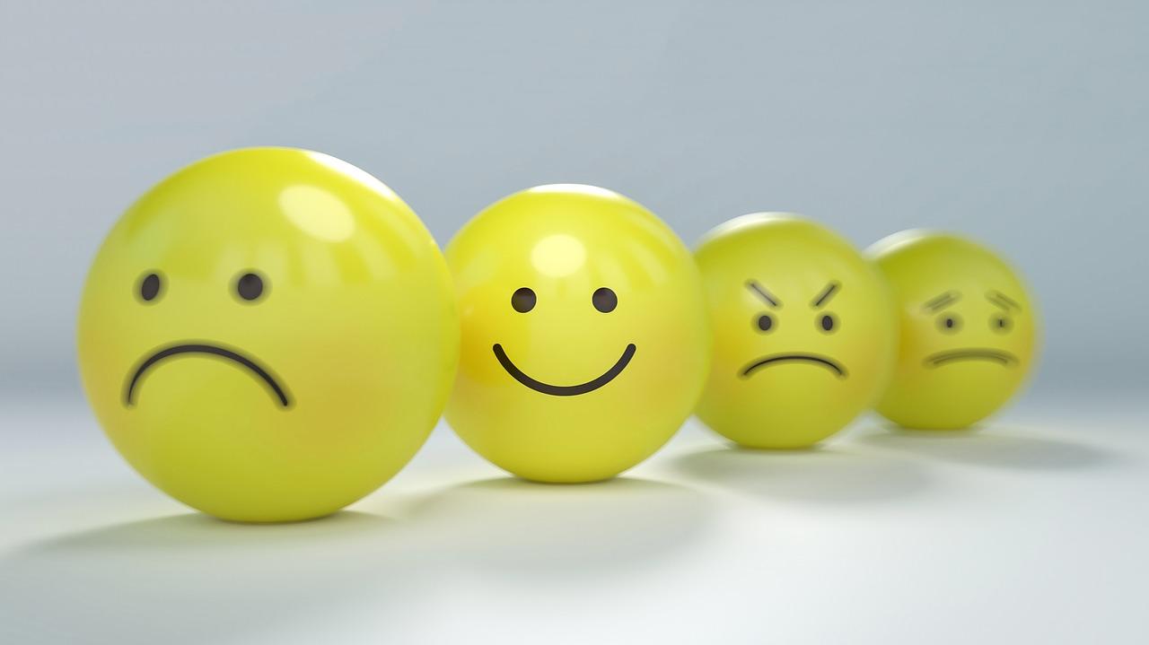 A mosolygás csökkenti a feszültségünket és a stresszt